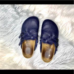 < Birkenstock Navy Blue Slip On Clogs >